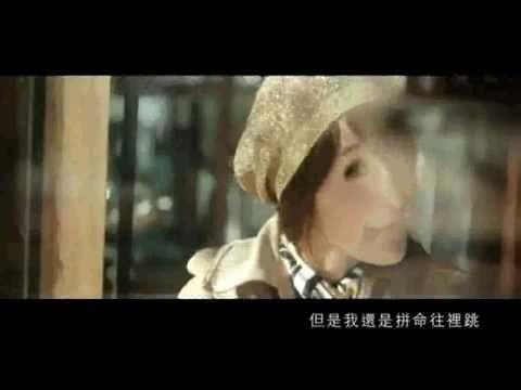 萧亚轩-错的人 MV