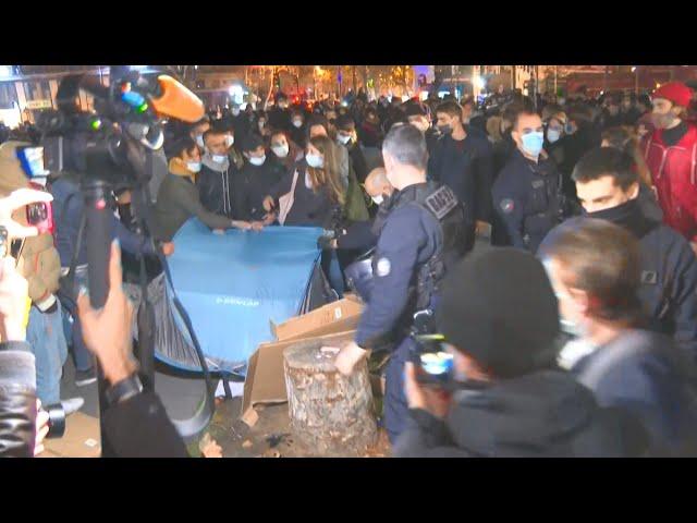 法警強拆巴黎難民營 手段強硬輿論反彈