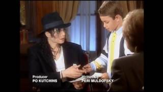 (RARE) Michael Jackson signing an autograph for a french kid (1997)