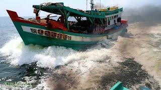 Ship Racing/ghe biển chạy hết công xuất ,nhưng không thắng tàu kéo nổi.