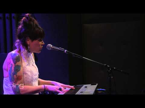 Beth Hart - Leave the Light On (Bing Lounge)