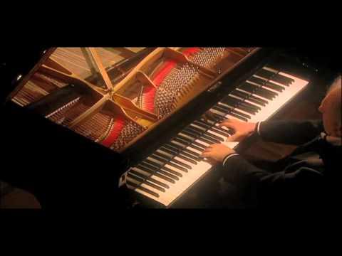 Barenboim on Beethoven 'Pathetique' 2nd movement