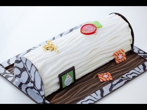 Decorating Yule Logs with Crescendo Velvet Spray - Qzina