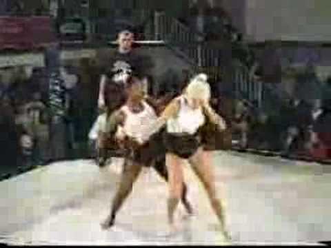 Black vs white girl catfight