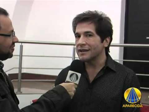 Baixar CANTOR DANIEL DANDO ENTREVISTA NA MISSA DA NOSSA SENHORA APARECIDA