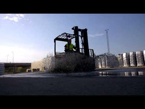 Splash Test - Cat® 80V Electric Lift Truck - 2.5 - 3.5 Tonnes