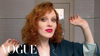 Karen Elson Does Manhattan Party Makeup | Beauty Secrets | Vogue