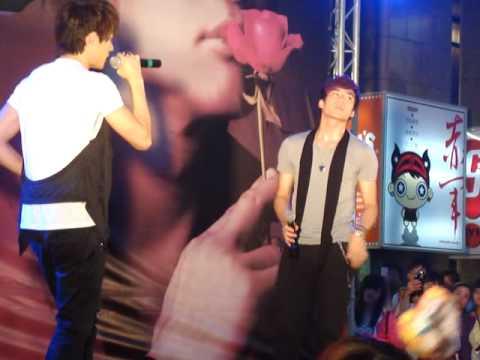 何潤東2010台中簽唱會-嘉賓AK唱一秒鐘