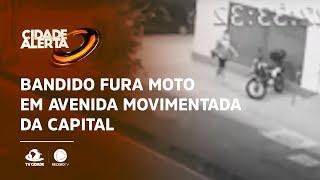 Bandido fura moto em avenida movimentada da capital
