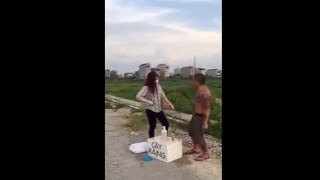 Dương Minh Tuyền bị ăn vả khi trêu chị bánh mỳ