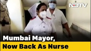 Mumbai Mayor Kishori Pednekar turns nurse to motivate Coro..