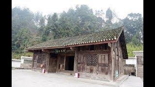Thấy ngôi nhà xuống cấp, dự định tháo dỡ thì phát hiện kho báu 400 năm