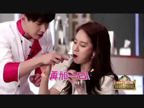 Funny moments Henry with Song Jihyo