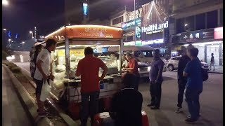 Xe bán đủ món ăn vặt ẩm thực đường phố ít thấy - Guufood