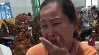 Xem Thấy người Mẹ này khóc tìm con mà ghẹn ngào thật sự