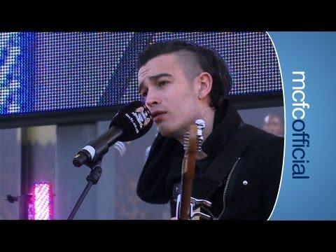 THE 1975 LIVE: Band perform single 'Sex' in BT City Square.