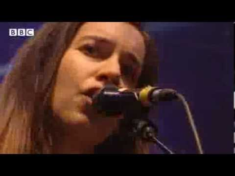 HAIM - Falling At Reading Festival 2013 - Smashpipe Entertainment