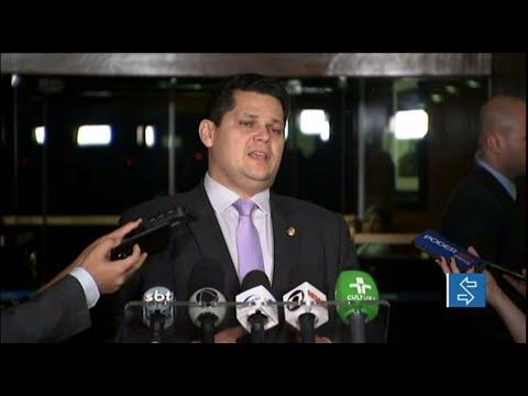 Davi Alcolumbre analisa decisão de Maduro sobre fronteira com o Brasil