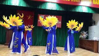 Múa Mùa xuân trên quê hương ngày 20/10 câu lạc bộ thôn Chí Trung