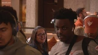 Longhorns players arrive in San Antonio ahead of Alamo Bowl
