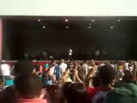 Baixar Emicida - levanta e anda,ao vivo no Ibirapuera