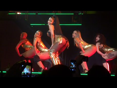 Nicki Minaj - Anaconda (Live) @ Paris (26.03.2015) HD