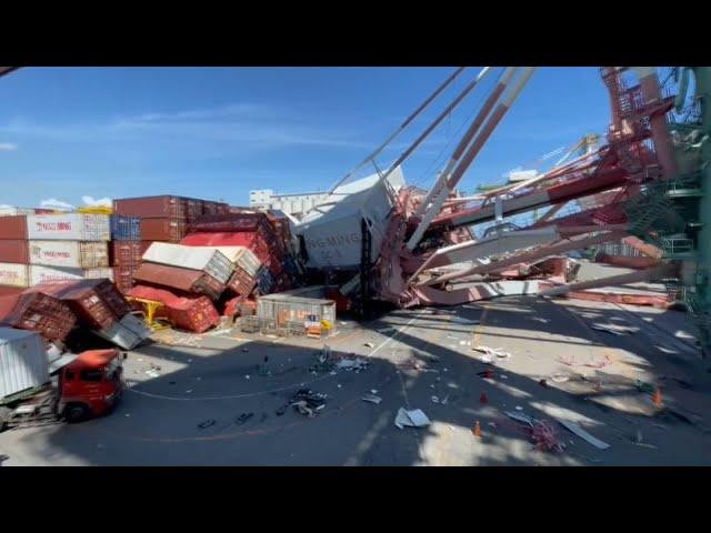 高雄港貨櫃船擦撞 起重機倒塌、貨櫃遭撞飛