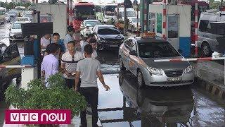 Sáng nay BOT Mỹ Lộc lại xả trạm | VTC1