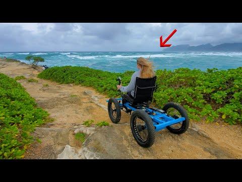Маж дизајнирал специјална електрична количка за неговата парализирана сопруга да може да оди секаде со него