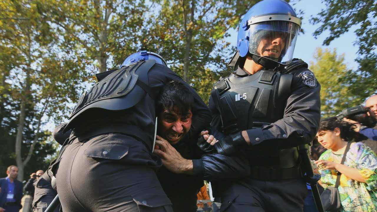 Жесткие задержания в ходе протестной акции в Баку