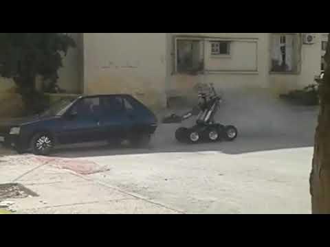 شاهد لحظة تفجير صندوق سيارة الإرهابيين بفاس للاشتباه في تفخيخها
