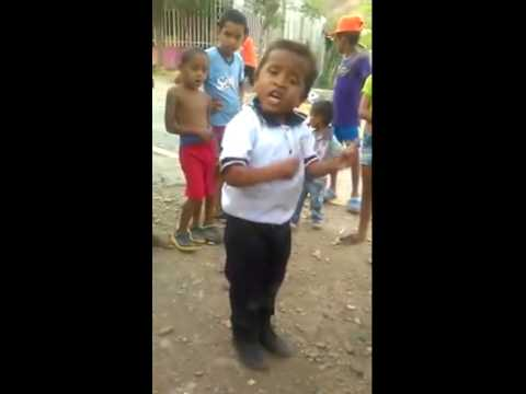 Niño imitando a Diomedes Diaz