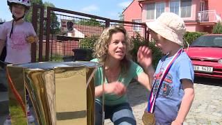 Setkání Libora Zábranského s malým fanouškem Komety Daníkem