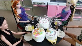 Real Mini cakes :In the New Barbie kitchen  ELSA, ANNA and BARBIE Dolls enjoy dessert