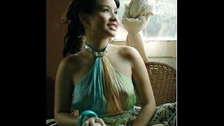 Ca sĩ Mai Khôi đàn hát ngọt ngào với Guitar