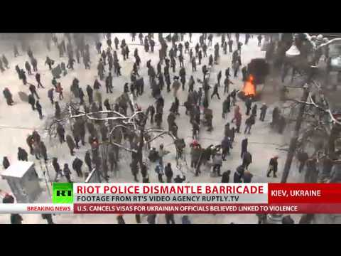 'Warzone': Open street battles in Kiev as rioters, police face-off