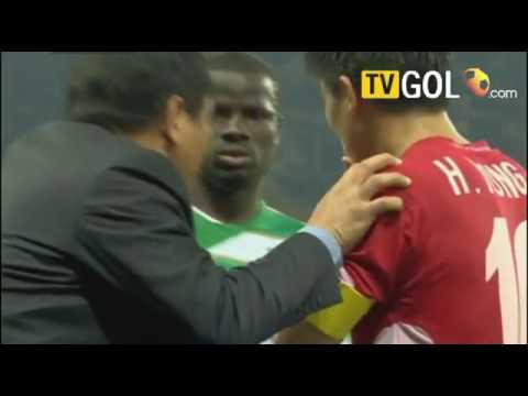 Khoảnh khắc kinh điển của Eboue tại World Cup 2010 khiến fan cười ngã nghiêng