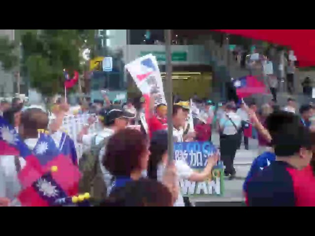 【影片】世大運開幕陳抗很忙 又要反小英又要發國旗大喊「中華隊加油」