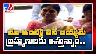YS Vijayamma reacts to TV9 special story on priests..