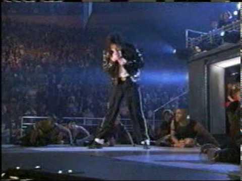 Michael Jackson - Beat it - Live MSG 2001