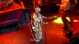 ms-lauryn-hill-remixes-drakes-nice-for-what-live-at-the-apollo-5118.jpg