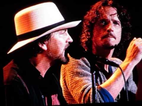 Historic performance of Hunger Strike by Eddie Vedder & Chris Cornell  at the Bridge School 10-25-14