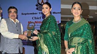 Anushka Sharma Receives Smita Patil Award..