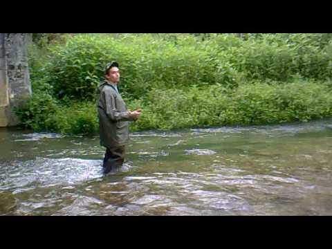 Pesca a mosca nel fiume nera