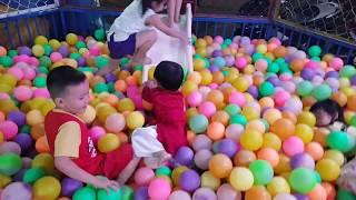 Bé đi khu vui chơi giải trí cho trẻ em