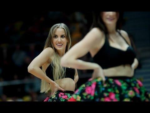 """""""My Słowianie"""" w wykonaniu gdyńskich cheerleaderek"""