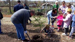 Артем присоединился к международной акции «Сад памяти»