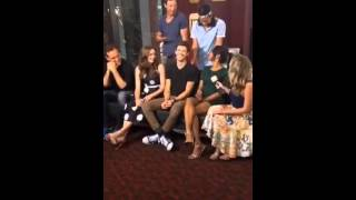The Flash cast talks to ET now at SDCC 2015