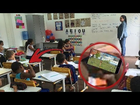 Teacher Caught Playing Free Fire in the Classroom