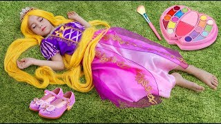 Sofia Pretend Princess Rapunzel & Playing in a toy beauty salon with makeup toys